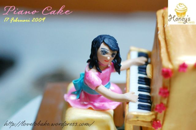 piano-cake-figurine