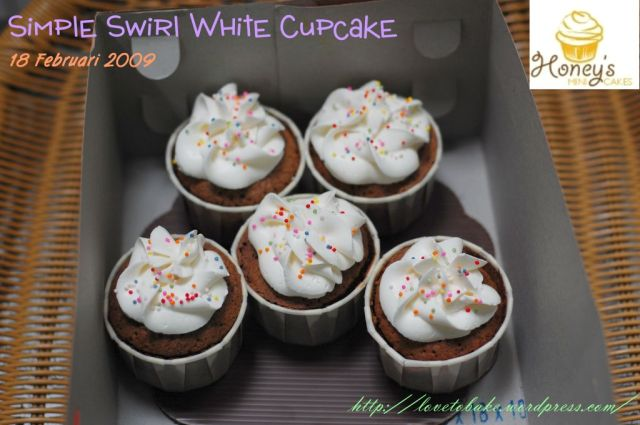 simple-swirl-white-cupcake