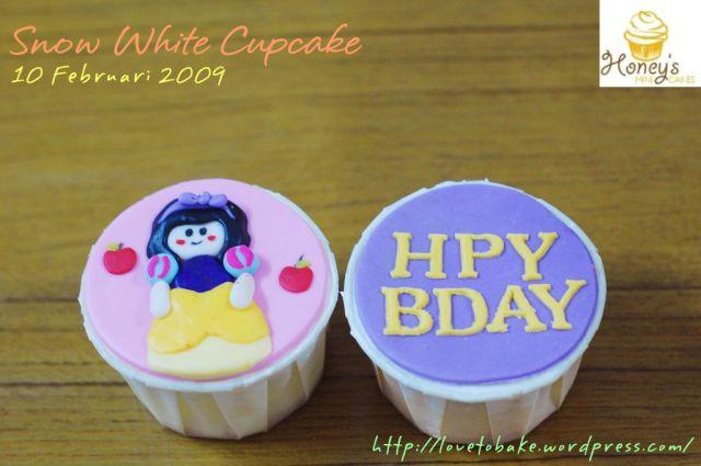 snow-white-cupcake