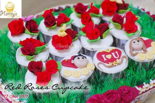 red roses cupcake 2
